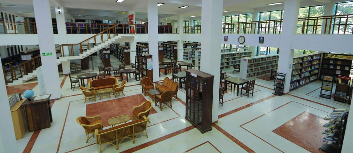 Spacious and well-stocked knowledge centre backed by cutting-edge technology